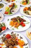 Comidas de fiesta en la mesa — Foto de Stock