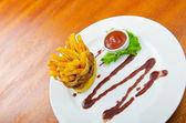 Hranolky s kečupem — Stock fotografie