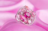 Jewellery ring on the satin background — ストック写真