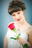 スタジオ撮影のローズと美しい花嫁 — ストック写真
