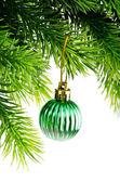 Kerstmis concept met kerstballen op wit — Stockfoto