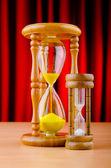 Conceito de tempo com a ampulheta — Fotografia Stock