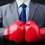 uomo d'affari con guantoni da boxe — Foto Stock