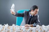 Empresário com muito papel descartado — Foto Stock
