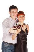 Jeune couple d'amoureux avec vin rouge verres en mains — Photo