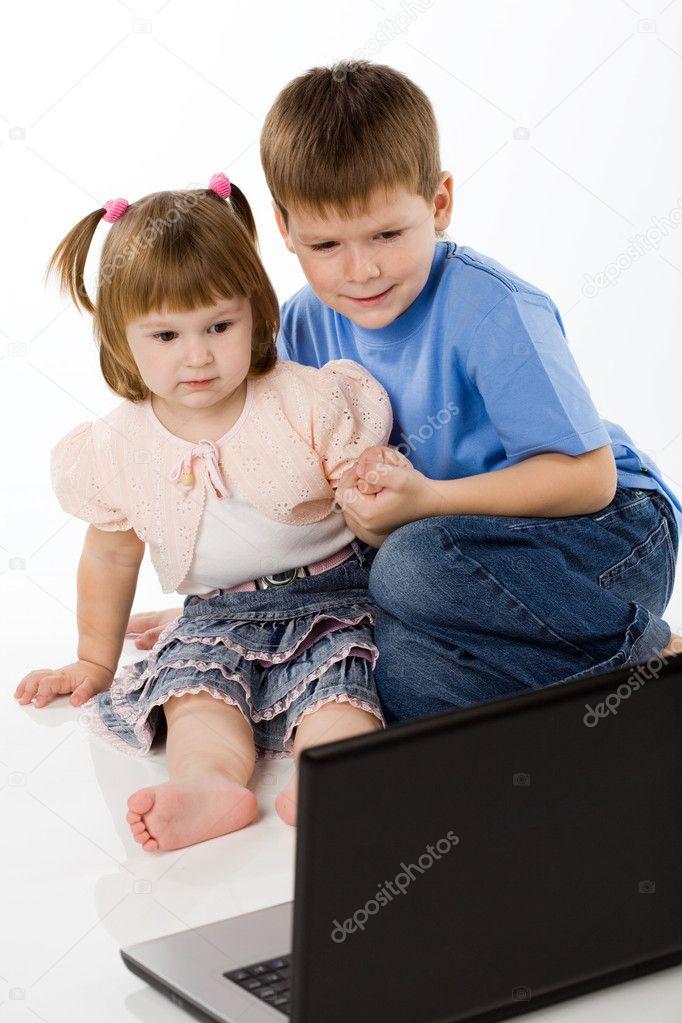 Как сделать чтобы младшая сестра слушалась