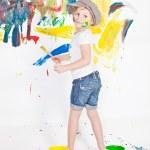 dziewczyna w czapkę z farby — Zdjęcie stockowe