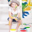 Girl in a cap with paints — ストック写真