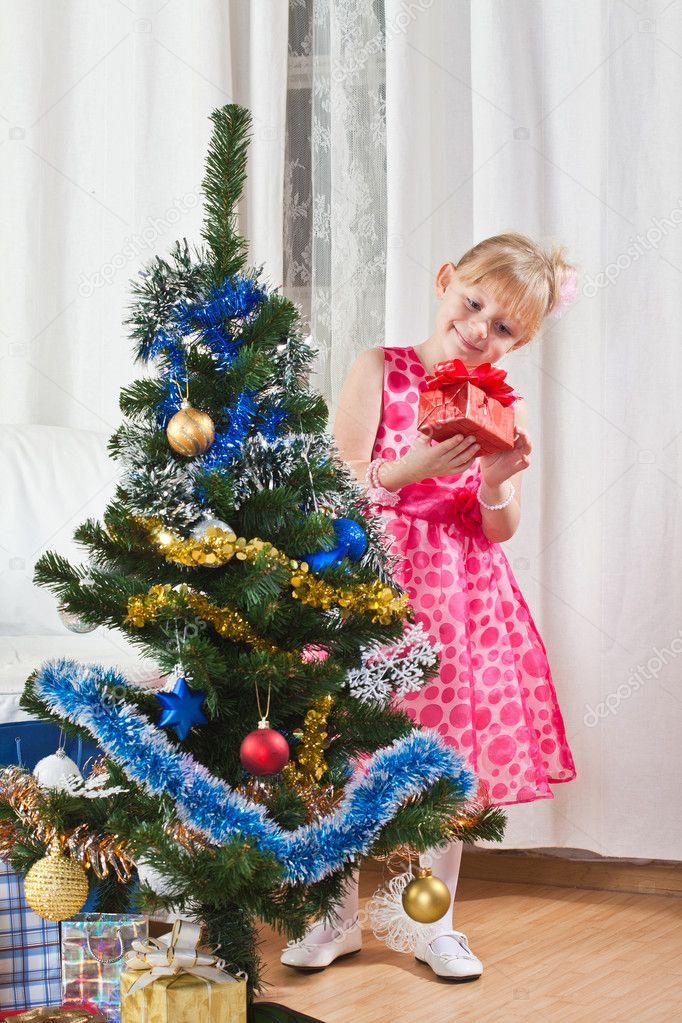 Girl with gifts near a New Year tree — Stockfoto #7869692