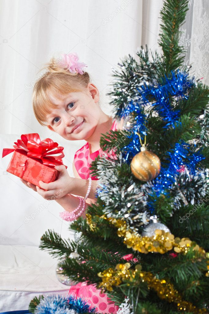 Girl with gifts near a New Year tree — Lizenzfreies Foto #7869696