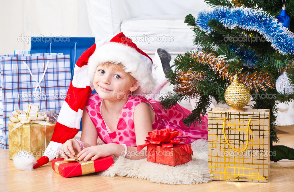 Girl with gifts near a New Year tree — Stock Photo #7869704