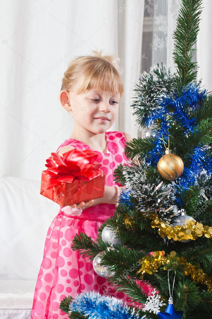 Girl with gifts near a New Year tree — Stockfoto #7870741