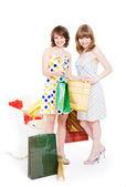 Dois amigos felizes com as compras. — Fotografia Stock