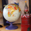 Russia flag, globe and Kremlin tower on shelf — Stock Photo