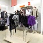 intérieur du magasin de vêtements — Photo #7425014