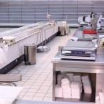 butik med tomma hyllor och räknare — Stockfoto