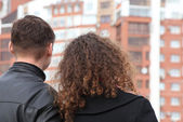 Rear view on young pair looking at building — Stock Photo