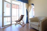Zimmer mit chaise lounge ein stuhl — Stockfoto