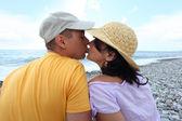 Kissing pair on beach — Stock Photo