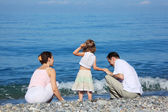 Family on edge of sea — Foto de Stock