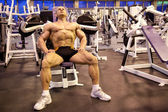 Bodybuilder rests in training room — Stock Photo