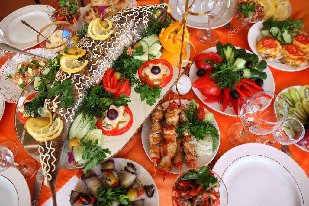 Седьмой день. Праздник и поздравления, награждения и подарки! Depositphotos_7427857-Holiday-table-with-food