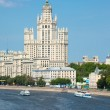Stalin high-rise building on Kotelnichesky quay in Moscow. Verti — Stock Photo