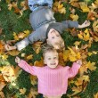 Girl and boy lie on the grass — Stock Photo