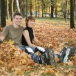 Young roller couple sit in park — Stock Photo