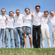 Group of friends in white T-shorts are beside — Stock Photo