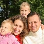 Family in park 2 — Stock Photo