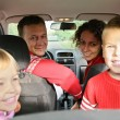 Parent with child in car — Lizenzfreies Foto