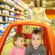Mother child supermarket — Stock Photo