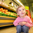 Child in the supermarket — Stock Photo
