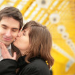 Kissing couple on yellow bridge — Stock Photo