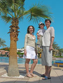 Family palm pool — Stockfoto