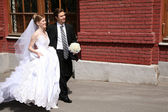 Bride and fiance on the street — Stock Photo