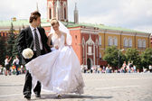 Bride and fiance on Red Square — Stock Photo