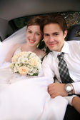 Bride and fiance in the car — Stock Photo