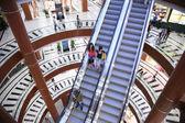 Escada rolante na loja — Foto Stock