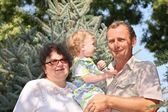 祖父と孫娘と祖母 — ストック写真