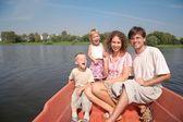 Familia con niños en el barco — Foto de Stock