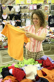 Woman with shirt in shop — Stock Photo