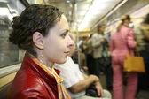 Yong kobiety w metrze — Zdjęcie stockowe