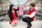 Young family in Moscow universal store — Stock fotografie