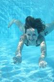 水下的女孩 — 图库照片