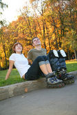 Young roller couple sit 2 — Stock Photo