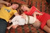 Parents with child on carpet — Stockfoto
