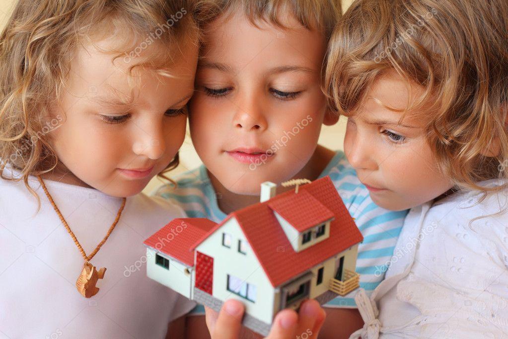 Фото детей которые еще не в домике