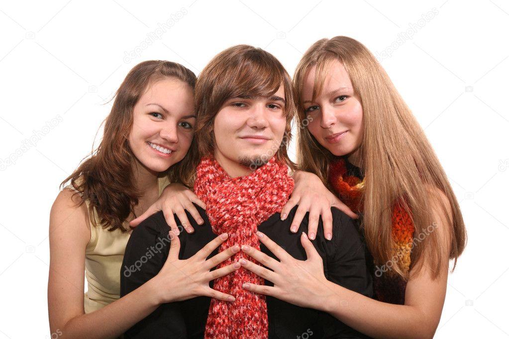 Парень и две девушки парень и в хорошем качестве фотоография